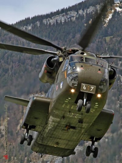 A CH-53G approaching the landing pit at Alpnach Air Base in Switzerland in 2012.