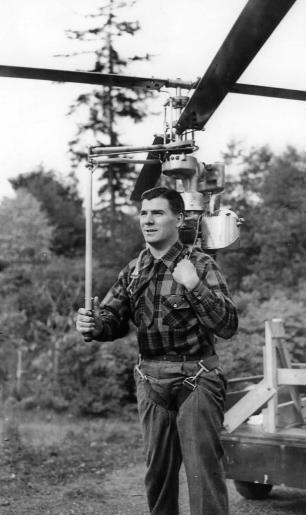 A front view on PEntecost Hoppi-Copter HX-1 backpack helicopter on a pilot's shoulders. Jeff Evans Collection Photo