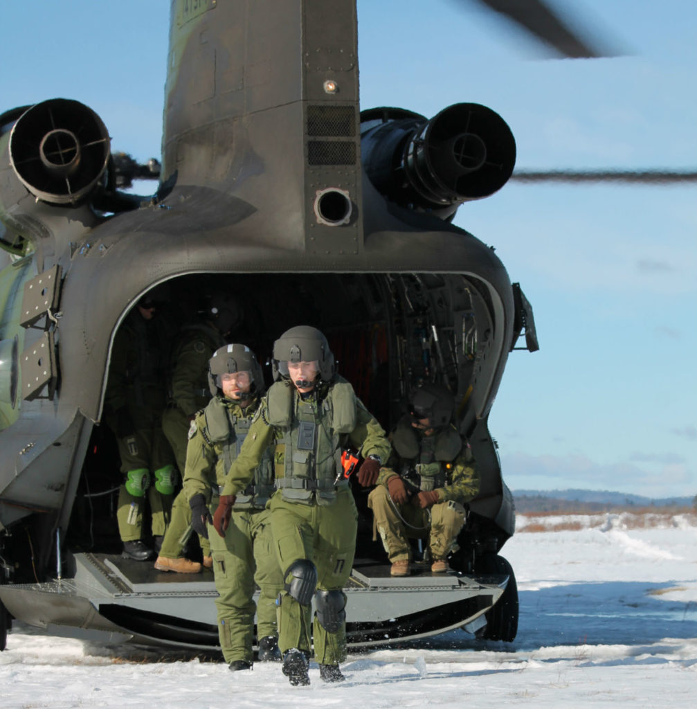 RCAF personnel engage a training exercise with a CH-147F Chinook helicopter in Petawawa, Ont., ahead of a deployment to Mali. Sub-Lt Melanie Aqiqi Photo