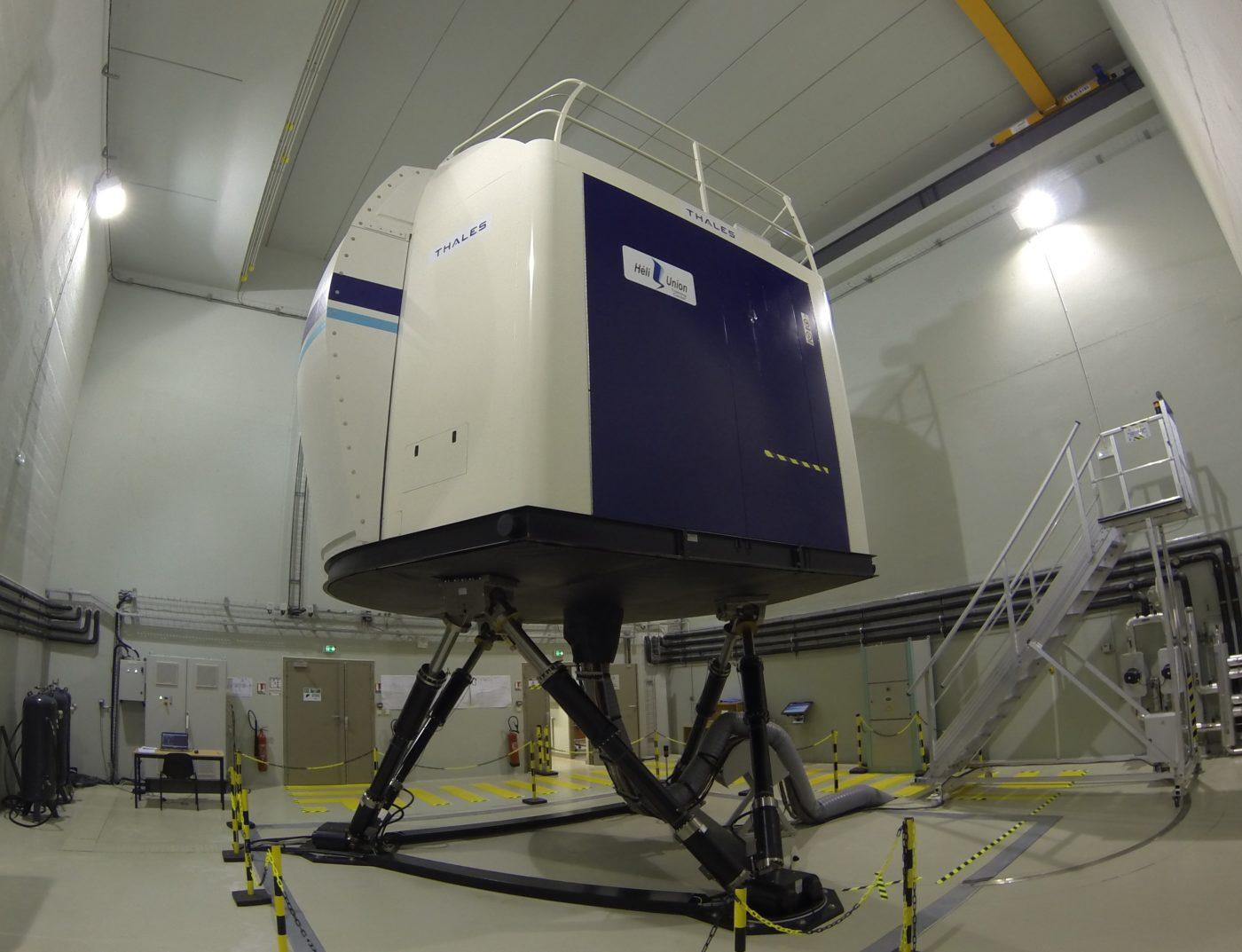 full-flight simulator AS365 - Vertical Magazine