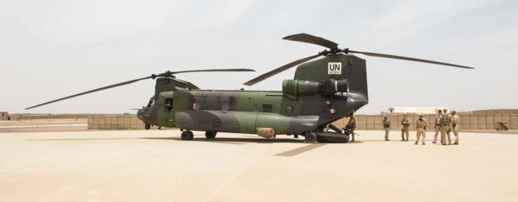 Canadian Armed Forces members deployed as part of MINUSMA, are greeted by Dutch forces after landing a CH-147F Chinook helicopter in Kidal, Mali during Operation PRESENCE on August 23, 2018. Cpl. Ken Beliwicz Photo