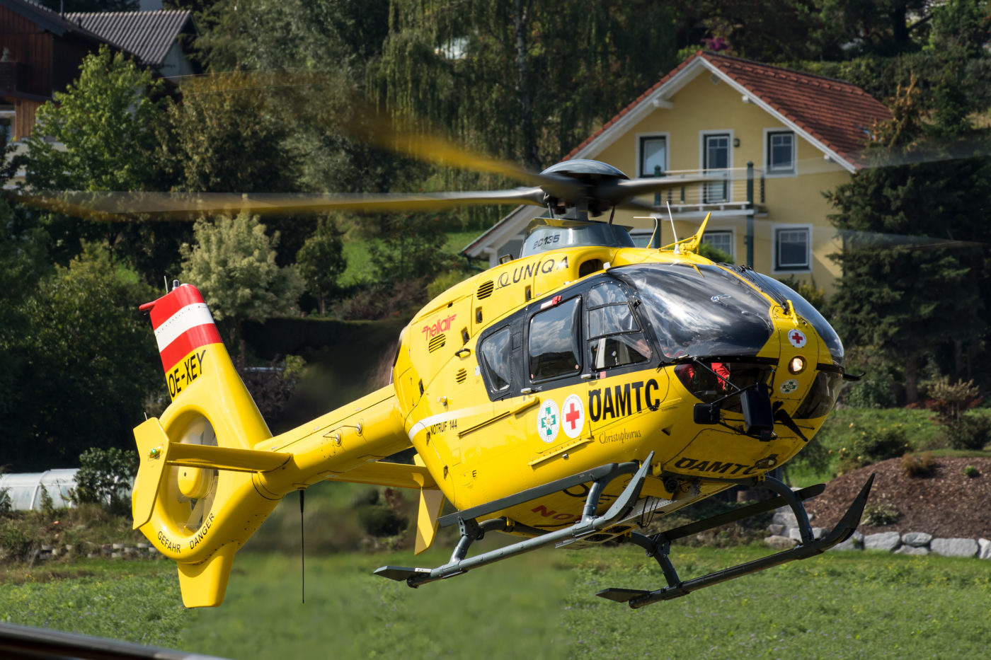 Austrian air rescue operator OAMTC had an Airbus EC135 T2+ at HeliDays, and demonstrated its day-to-day services with the aircraft. Florian Szczepanek and Alexander Schwarz Photo