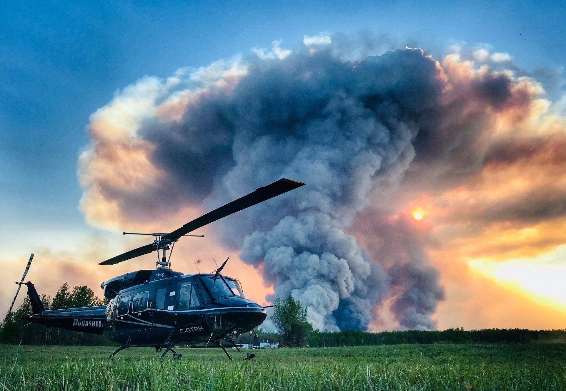 A Monashee Helicopters Bell 212 during a wildfire in High Level, Alberta. Photo submitted by Milan Skrecek