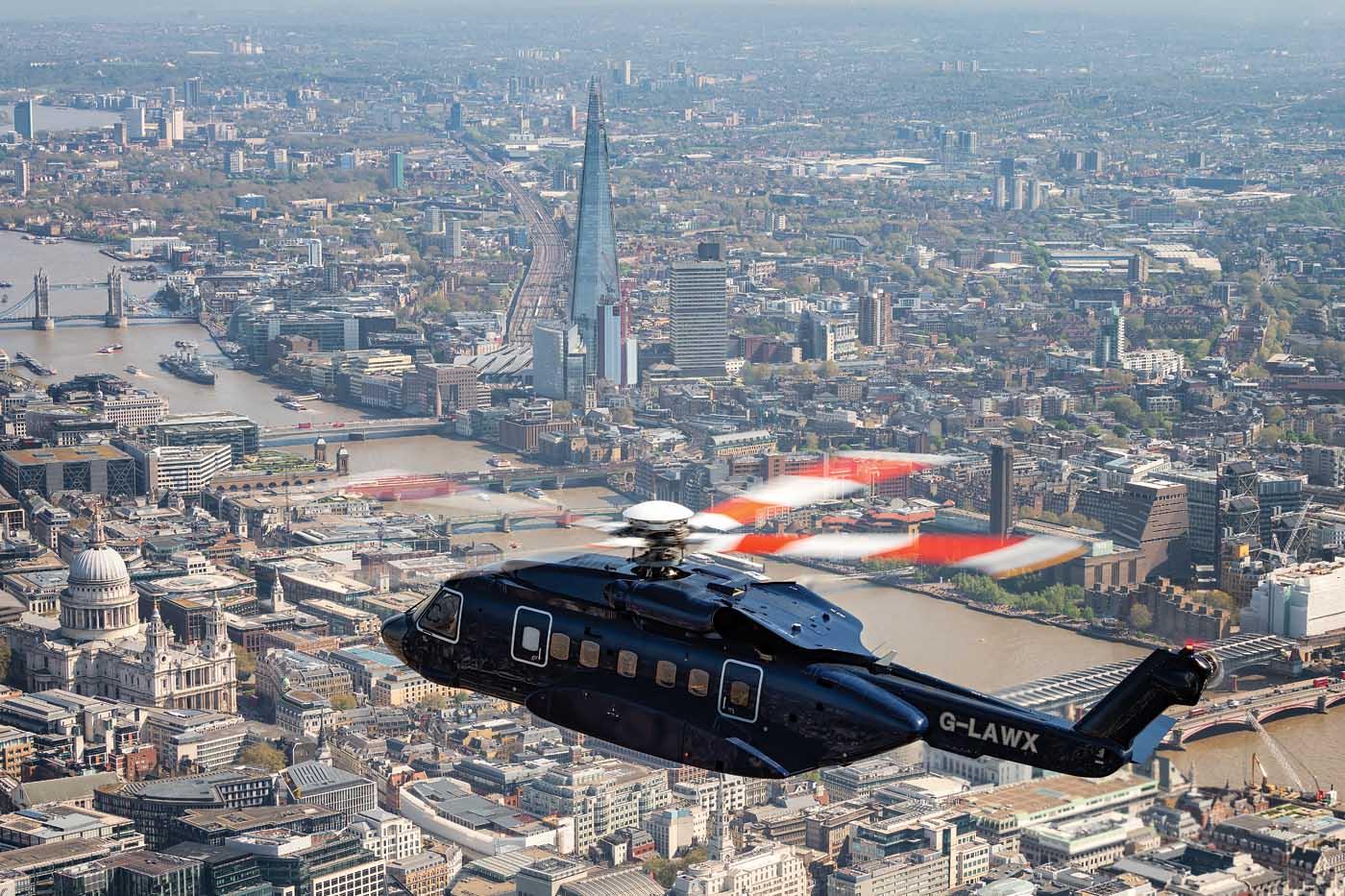 Starspeed's unique VIP Sikorsky S-92 flying through the heli lanes in London, U.K. Lloyd Horgan Photo