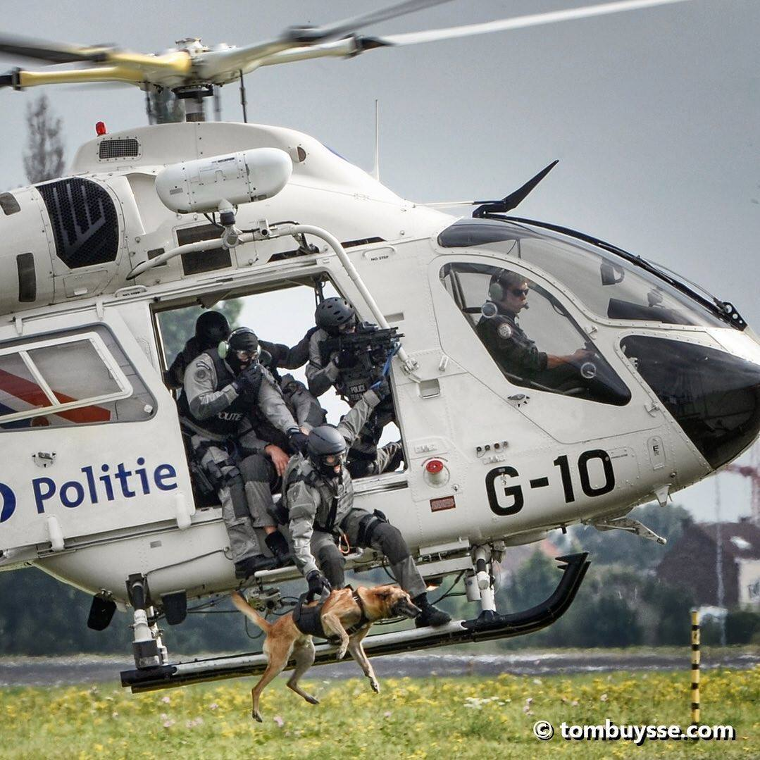 A Belgian police dog jumps into action out of a MD 902 Explorer. Photo submitted Tom Buysse (Instagram user @fototombuysse) using #verticalmag
