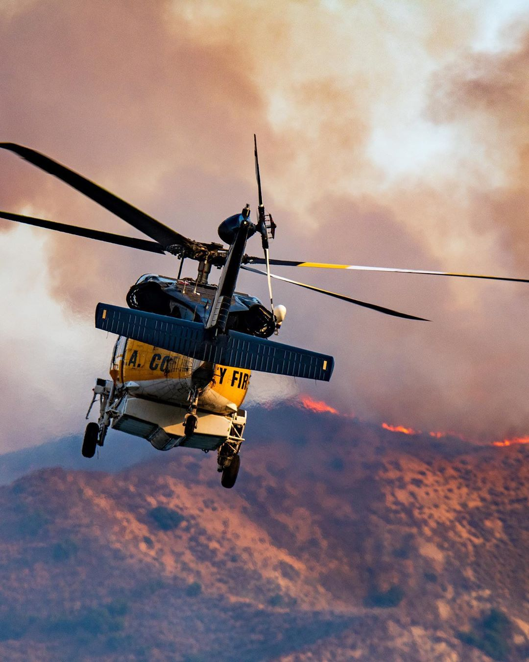 L.A. County Fire Air Operations Sikorsky S-70 Firehawk on its way to battle the Holser Fire in California. Photo submitted by Mike Gilbert (Instagram user @therealmikegilbert) by tagging @verticalmag