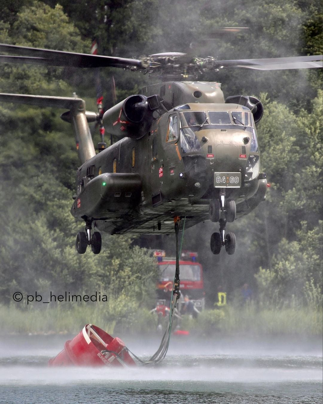 Bundeswehr Sikorsky CH-53G refilling a bucket during firefighting operations. Photo submitted by Instagram user @pb_helimedia using #verticalmag
